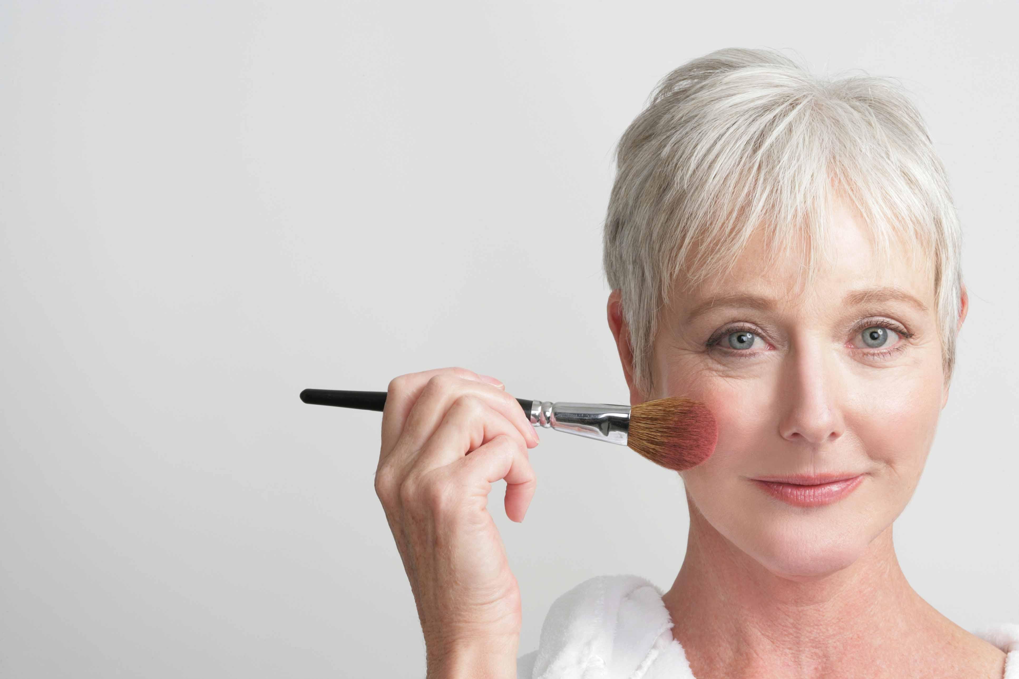 Как сделать красивый макияж что бы быть моложе