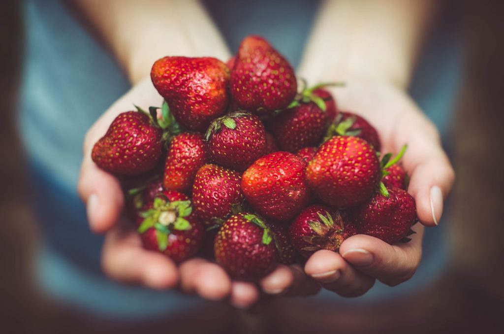 handful strawberries for skin