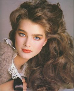 Brooke Shields thick straight eyebrows