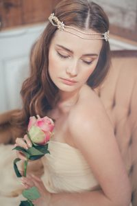 Apply gel eyeliners for bride