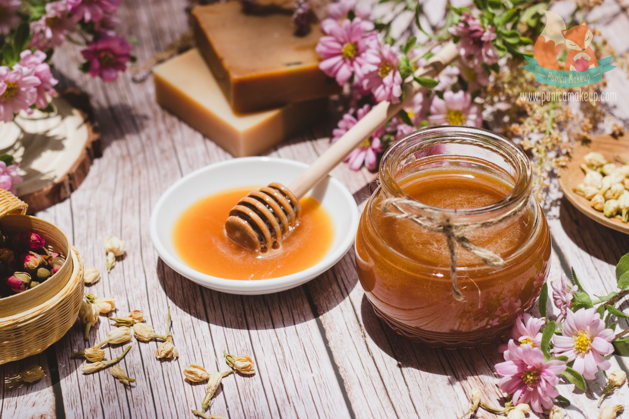Manuka honey benefits the skin